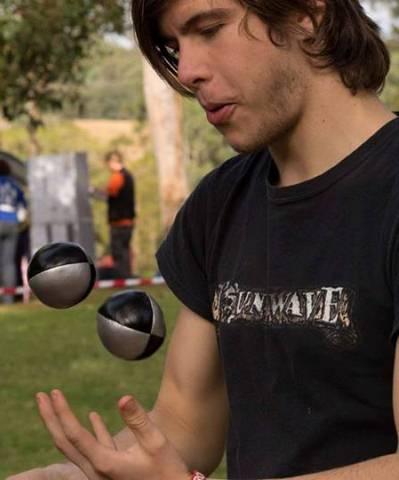 p-666-Mitchell-juggling-balls.jpg
